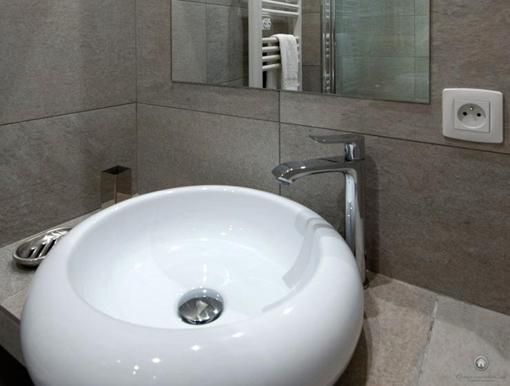 Lavabo design, détail de salle de bain