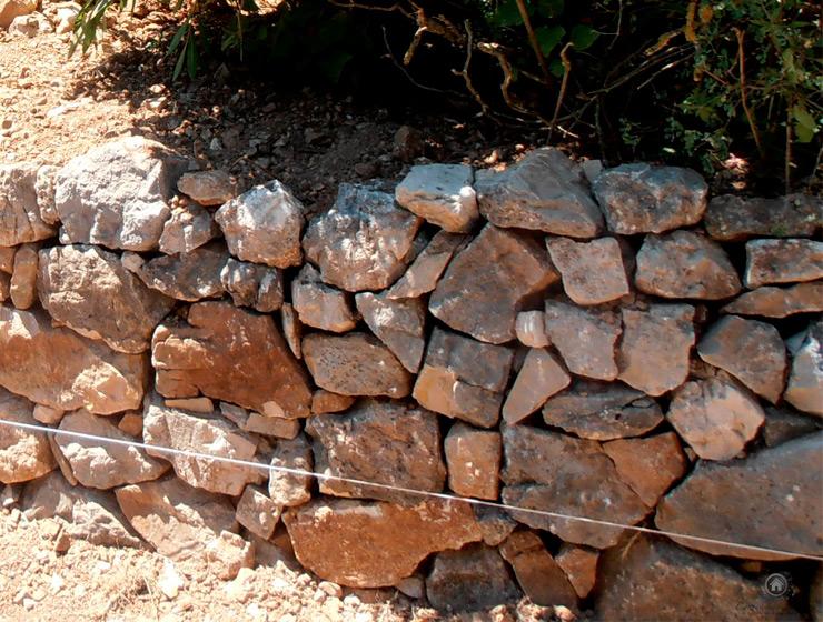 Reconstruction d'un mur en pierre sèche