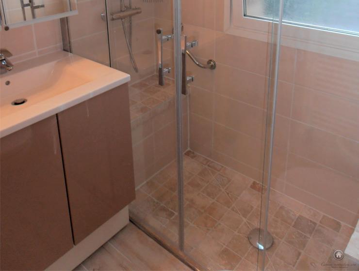 Rénovation complète d'une salle de douche avec pose d'une douche à l'italienne