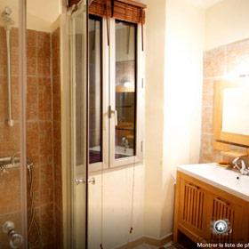 salle de bain avant rénovation appartement cannes