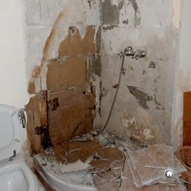 démolition de l'ancienne salle de bain, des sanitaires et de la douche