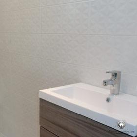 detail du carrelage de la salle de bain